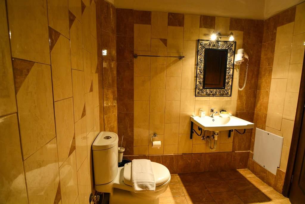 Deluxe Room 4